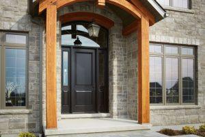 Как да направим старата си входна врата отново атрактивна
