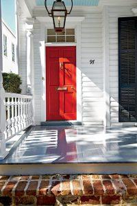 Входна врата цвят червен