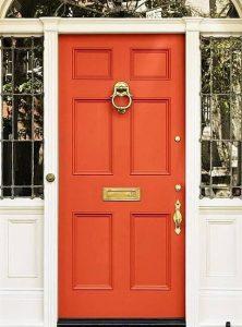 Входна врата цвят оранжев