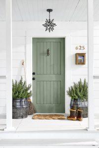 Входна врата цвят зелен