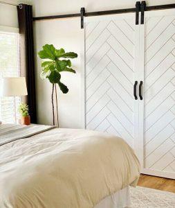 Интериорна врата към спалнята