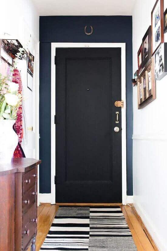 Защо руските апартаменти имат две входни врати?