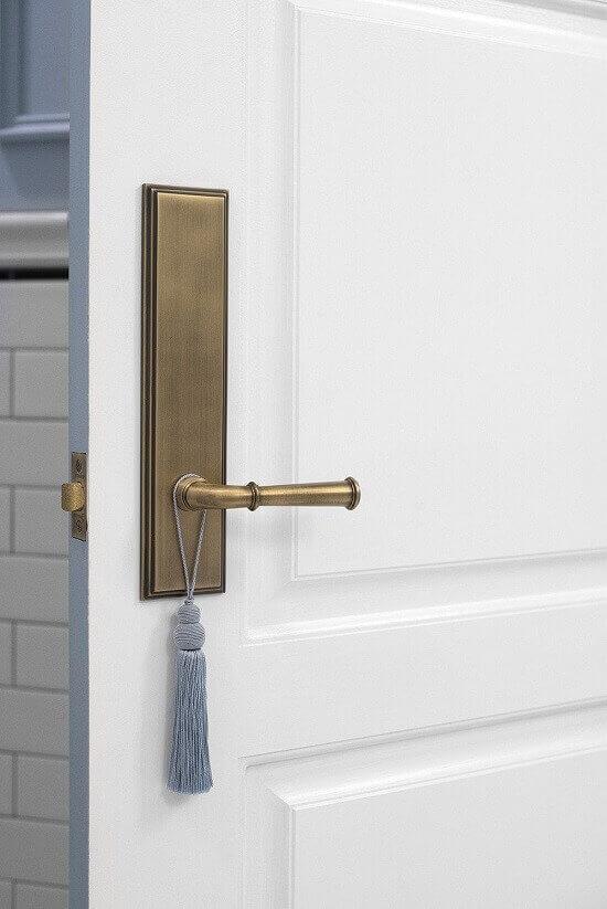 Електронна брава на входна врата